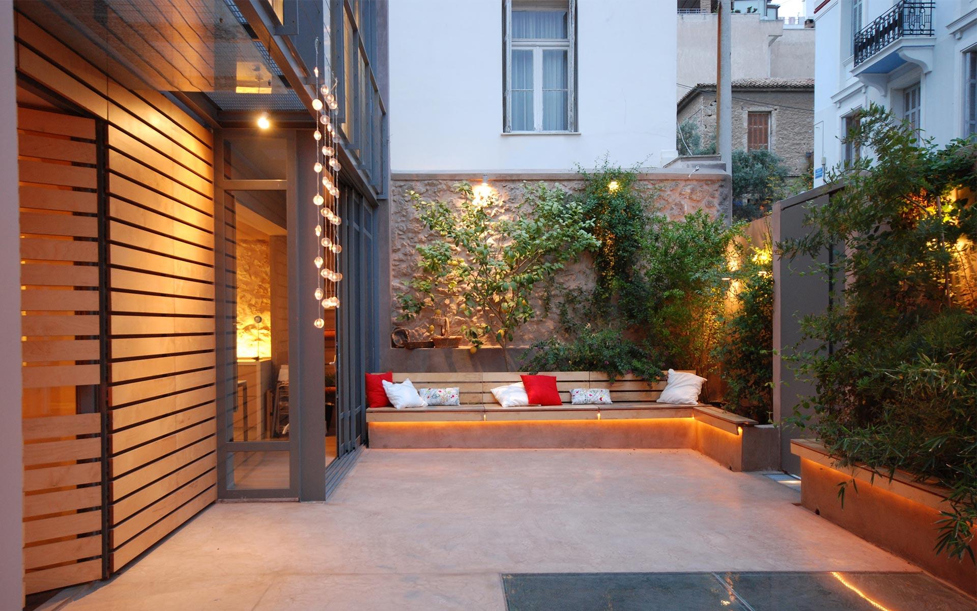 Z level elena zervoudakis for Decoracion de jardines pequenos exteriores